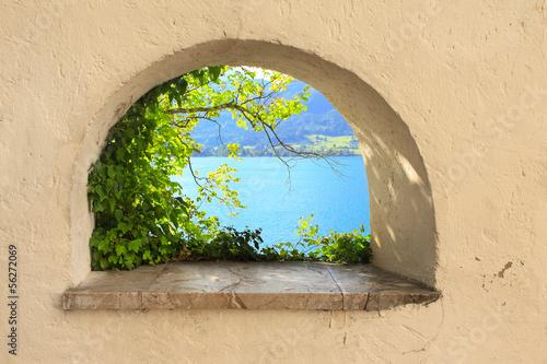 Fototapeta Widok z okna na jezioro Wolfgangsee, Austria ścienna