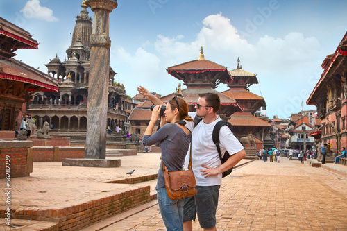 Canvas Print Beautiful young couple at Durbar Sqaure in Patan city, Nepal