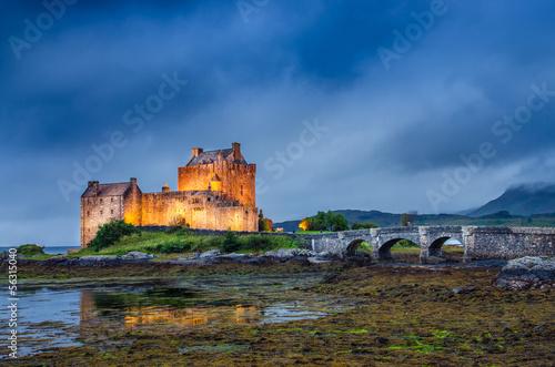 View of Eilean Donan castle at sunset in Scottish highlands Fototapeta