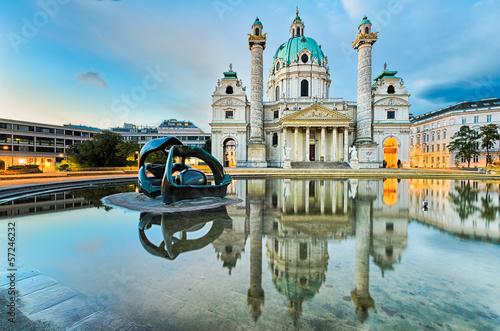 Fototapeta premium Karlskirche w Wiedniu o wschodzie słońca