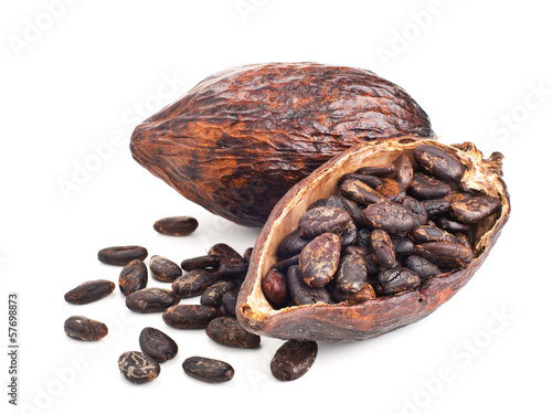 Stampa su Tela cocoa pod and beans isolated on a white