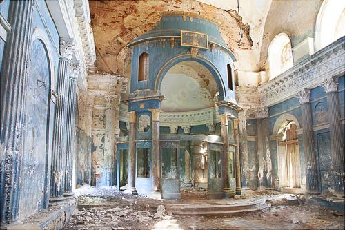 Fotografija collapsed church