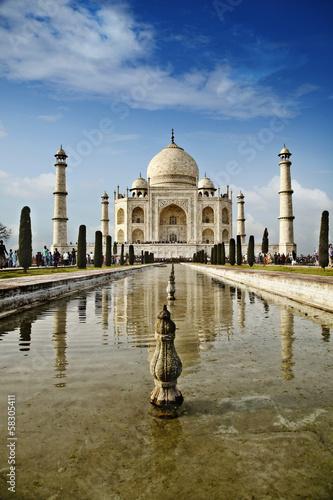 Fotografia Tourists at a mausoleum, Taj Mahal, Agra, Uttar Pradesh, India