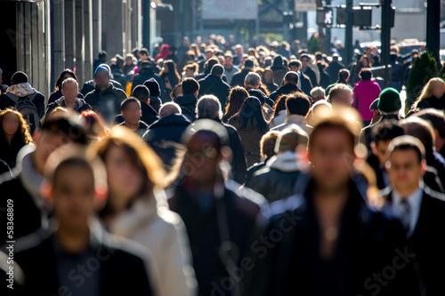 Obraz na płótnie Anonymous crowd of people walking on city street