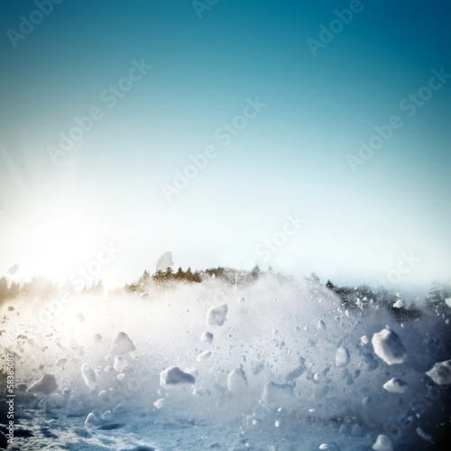 Foto Avalanche in mountains. Real close-up photograph