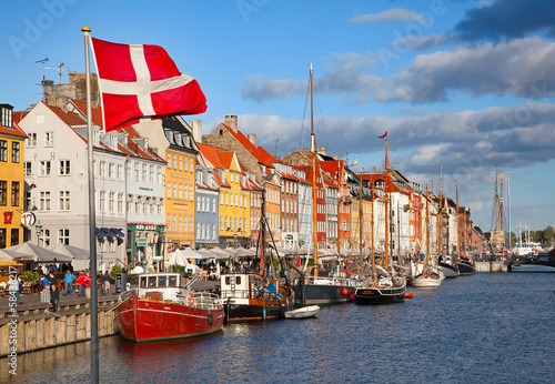 Canvas Print Copenhagen (Nyhavn district) in a sunny summer day