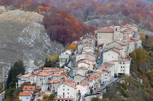 Fototapeta The village of Opi at Abruzzo National Park