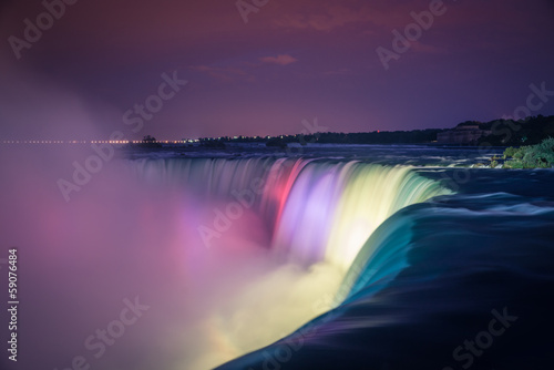 Fotografia Niagara Falls at night with lights