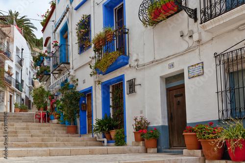 Valokuvatapetti Picturesque street in Alicante , Spain