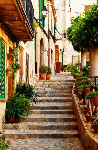 Fototapeta premium Ulica w wiosce Valldemossa na Majorce