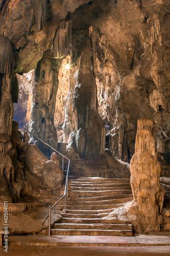 Fototapeta premium Jaskinia Khao Luang w Phetchaburi, Tajlandia