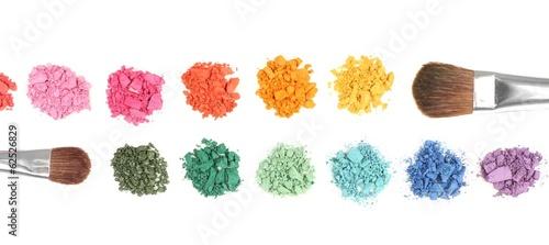 Fotografia Rainbow crushed eyeshadow and professional make-up brush