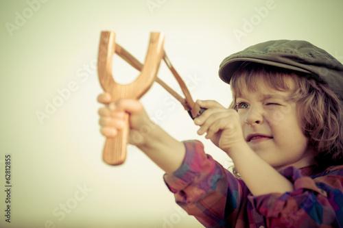 Stampa su Tela Kid holding slingshot