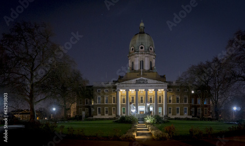 Canvas-taulu Imperial War Museum at Night