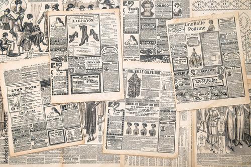 strony gazet z antykami