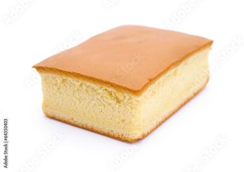 Valokuva side view sponge cake on white background