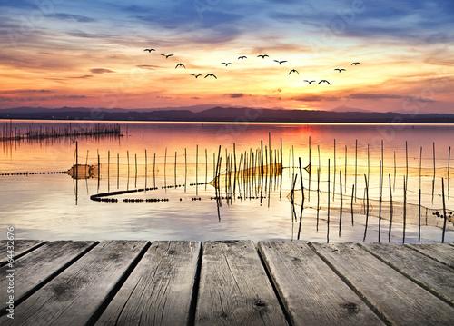 trampas de pesca en el mar de colores