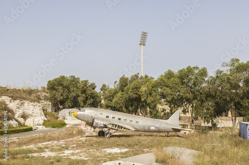 фотография Silver Dakota Douglas DC-3 aircraft with detached wing