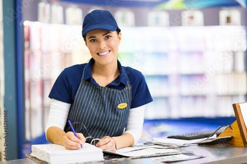 Valokuva female paint store clerk working