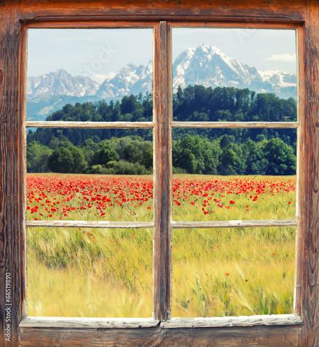 Fototapeta Widok z okna na górski krajobraz do pokoju