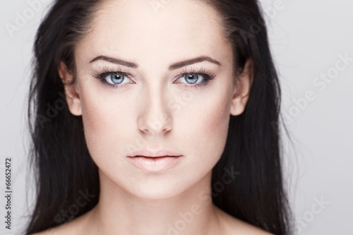 Beautiful brunette woman with blue eyes Fotobehang