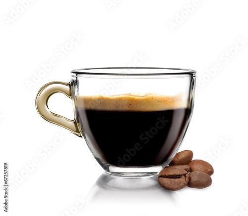 Fotografia Caffè caldo in tazza con chicchi di caffè