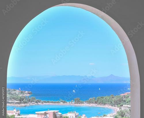 Fototapeta Widok z okna na morze i góry do pokoju
