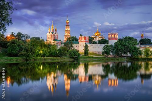 Obraz na płótnie Twilight at the Novodevichy