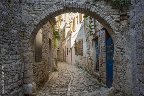 Fotografia, Obraz Old and narrow street, paved of cobble stones, Bale, Croatia