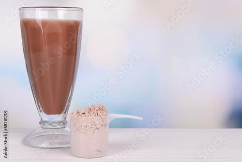 Fotografia Whey protein powder and chocolate protein shake