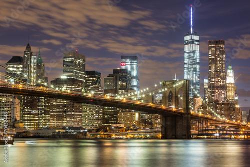 Fototapeta Most Brookliński i drapacze chmur w Nowym Jorku po zmroku XXL