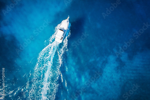 Fototapeta amazing view to boat and clear water caribbean paradise