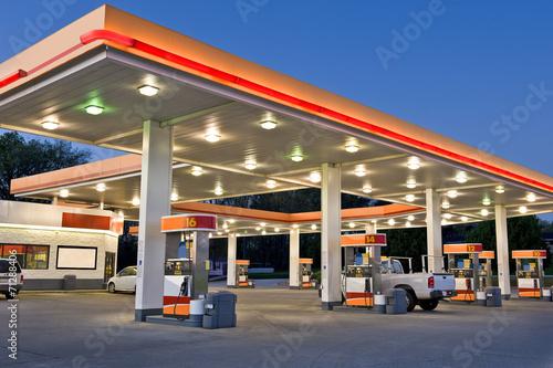 Obraz na płótnie Retail Gasoline Station and Convenience Store