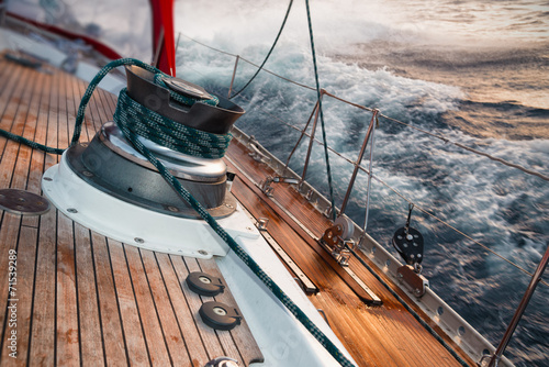 Photo sail boat under the storm, detail on the winch