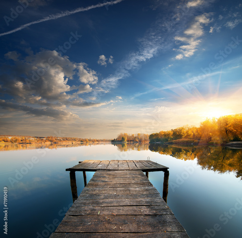 Carta da parati Pier on a calm river