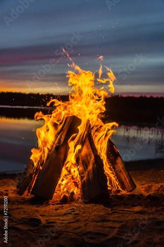 Fotomural Bonfire on the beach sand