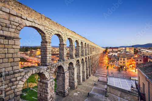 Segovia, Spain Aqueduct at  Plaza del Azoguejo Fototapet