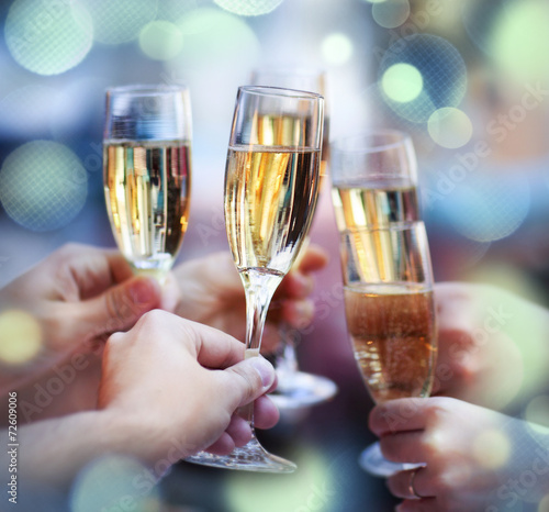 Платно People holding glasses of champagne making a toast