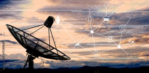 Leinwand Poster Satellitenschüssel Antennen am Himmel