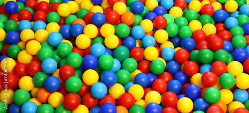 Fotografía colored plastic ball in the game pool