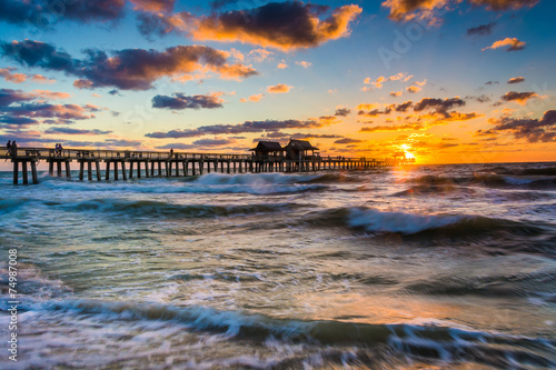 Slika na platnu Sunset over the fishing pier and Gulf of Mexico in Naples, Flori