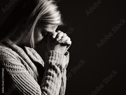 Carta da parati Praying woman.