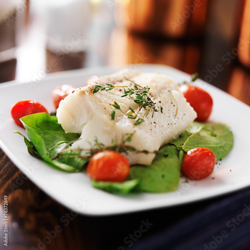 Wallpaper Mural halibut with spinach, cherry tomatoes and thyme