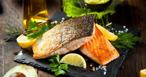 Lachs filet mit kräuter