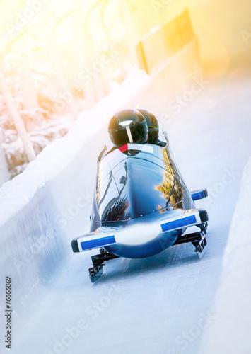 Canvas Print Wintersport - Zweierbob im Eiskanal