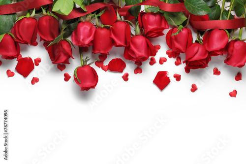Naklejka na szafę Czerwone róże i ozdoby w kształcie serca