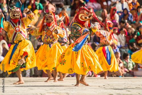 Obraz na płótnie THIMPHU BHUTAN SEPTEMBER 27 2012 : Costumed monk performs tradition dance in tse