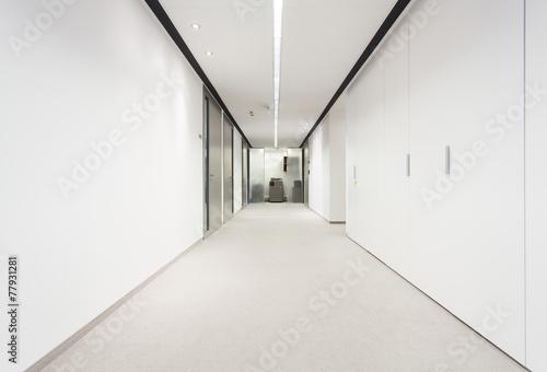 Canvas Print Long corridor in office building
