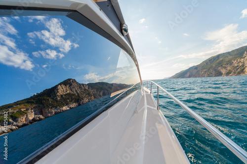 Carta da parati motor boat