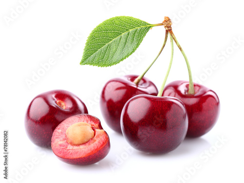 Fotomural Fresh cherry with leaf